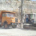 Muere aplastado mientras reparaba la rueda de un camión en una cantera de La Baña (León)