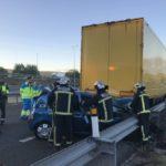 Muere un joven de 20 años en un accidente con dos coches y un camión implicados