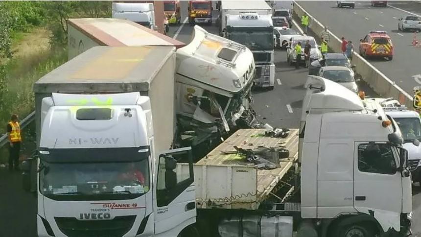 Cuatro muertes en la terrible colisión entre 3 camiones y 3 coches en la A9 Bernis