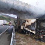 Un camionero portugués salva de morir calcinado a un camionero que se estrelló al quedarse dormido en la A52, en Verín