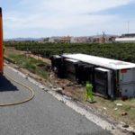 Un fallecido de 30 años, al colisionar un camión por distracción de su conductor, contra otro de mantenimiento