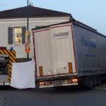 Un camionero dormido, se estrella contra un restaurante en una rotonda de Mont-de-Marsan