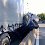Un camión aplastó un Peugeot 207 durante una invasión de carril: el ocupante salió ileso