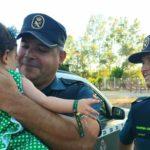 Dos guardias civiles salvan a una bebé de morir atragantada en El Rocío