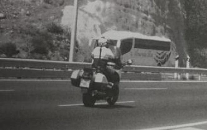 Un radar denuncia a una moto de la Policía Local por exceso de velocidad