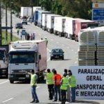 La huelga de transportistas de combustible en Portugal pone en jaque al gobierno