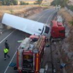 Un camión protagoniza un sorprendente vuelco en Castilla-La Mancha