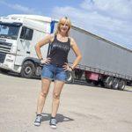 """Eva Sandrine: la rubia camionera """"Necesito aire, sol, sudar, libertad…"""