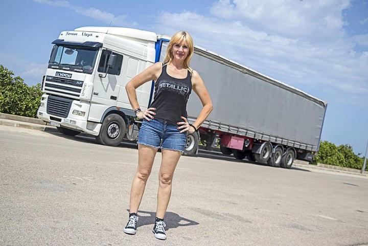 Eva Sandrine: la rubia camionera «Necesito aire, sol, sudar, libertad…