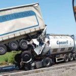 Jubilación a los 60 años: Un camionero de 64 años fallece al colisionar por alcance en la A13 Italia