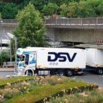 Un tren de carretera se atasca en el puente Taubenstein después de varias señales de advertencia