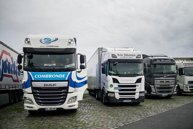 La escasez de chóferes hace que los candidatos exijan buen salario, dormir en casa todas las noches y camiones nuevos en Francia