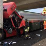 Tragedia y caos: un muerto y un herido tras la colisión en cadena de cuatro camiones en la A4 Italia
