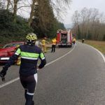 El conductor de un camión frigorífico provoca un accidente con dos heridos en Vallgorguina y se fuga