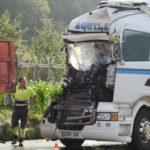 Dos conductores heridos en un choque de camiones en Amorebieta