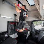 Iveco ha presentado una cabina de camión que se convierte en gimnasio