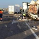 Un guardia civil salva la vida a un camionero tras un aparatoso accidente
