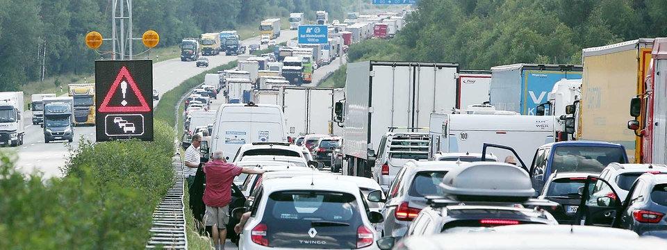 Alemania multa con 320€ y dos puntos, por no facilitar un carril de rescate después de un accidente