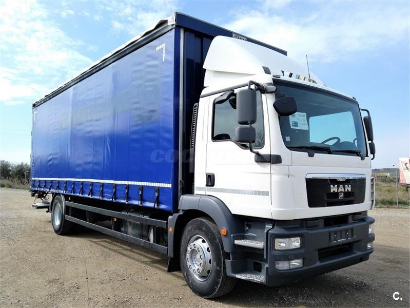 Se vende flota de 6 camiones de media año 2007 con tarjeta MDP y trabajo 50.000€