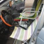 La policía intercepta un coche que había sustituido los asientos por sillas y hamacas de playa