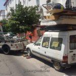 Detienen una furgoneta C15 sin seguro, sin ITV y… con 2 metros de chatarra en el techo