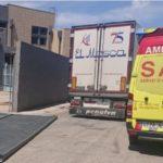 (Pedimos la Jubilación a los 60) Herido un camionero de 67 años tras caerle una puerta de hierro encima