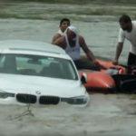 Un joven tira a un río el BMW que le habían regalado sus padres por su cumpleaños porque quería un Jaguar