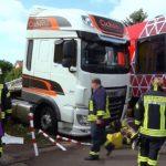 Un camionero avisa a emergencias: su camión atascado en la vía corría peligro, pero no fue suficiente…
