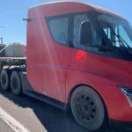 El conductor de un camión eléctrico Tesla, anuncia un récord de autonomía más de la que dice el fabricante