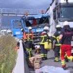 Un camionero muerto y 5 personas heridas, en la colisión de dos camiones y cuatro coches en la A7 Hamburgo