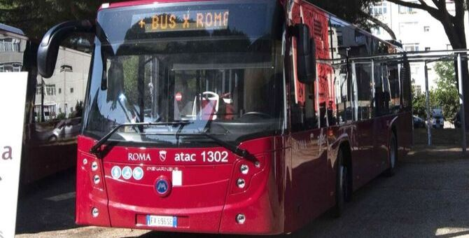 Ocho menores apalean a un conductor de autobús, tras accionar la parada de emergencia por diversión