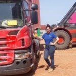 """Mujer de 26 años, de universitaria a camionera: """"Amo manejar los camiones, me apasiona"""""""