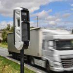 Arrestan a un camionero de 25 años, por dañar 14 radares con su camión en Francia