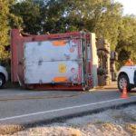 Un camionero y un bombero heridos, este último grave, al ser embestido por un novillo que viajaba en el camión accidentado