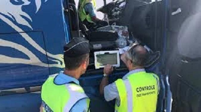 Multa de 26.250€ al transportista de una empresa española, por usar tarjetas de conductor de otros en doble tripulación