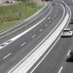 Si te adelantan por la derecha, ¿te sancionan a ti o al otro vehículo?