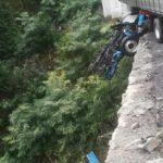 Se desprende la cabina de un camión por un viaducto de 40 metros en la A6