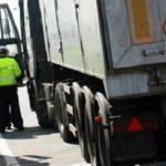Un camionero se encierra 7 horas en la cabina, para evitar un control de tacógrafo