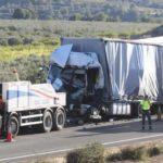 El conductor de un camión fallece en una colisión por alcance entre dos camiones en Moixent