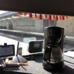 Denuncian a un camionero que llevaba una cafetera instalada en el tablero del salpicadero