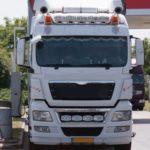 Reclaman 35.000€ a un camión que derramó un palé de pintura contaminante en una carretera de Sainte-Maxime