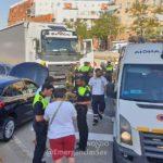 Descalzo, bebido con un camión de 40 tn provoca seis heridos