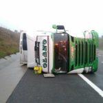Cerrada la A719 por el vuelco de un camión articulado de Olano en Francia