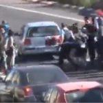 Una mujer planta cara a los CDR a bolsazos y se salta el bloqueo en la AP7 Tarragona