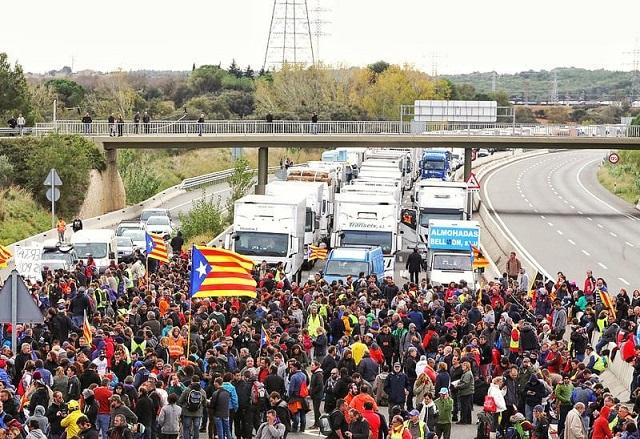 Los independentistas quieren bloquear la frontera con Francia indefinidamente