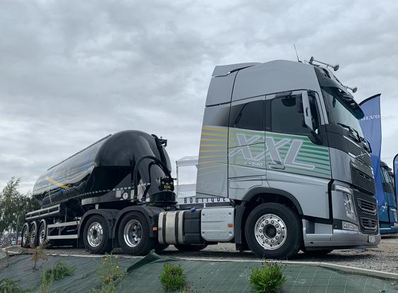 El camión Volvo FH XXL causa sensación por su amplia cabina y literas mas grandes del mercado