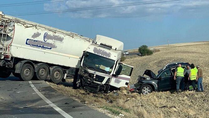 camion atravesado carretera A 375