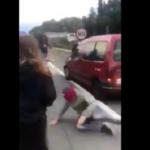 Un conductor atropella a un grupo de manifestantes que cortaban la C-60