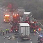 Cortada la AP-7 por la muerte de dos camioneros al colisionar por alcance en Vilafranca del Penedès