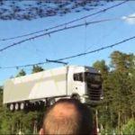 Un Scania de 40 toneladas transportado por 2000 drones?